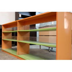Mueble mueble para chuches central en melamina color naranja y pistacho